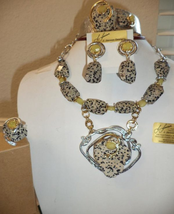 Couture 132 - Necklace