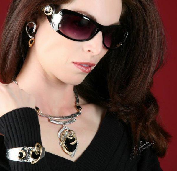 Classic Elegance 228 - Necklace