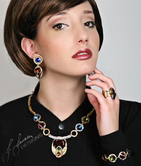 Classic Elegance 245 - Necklace