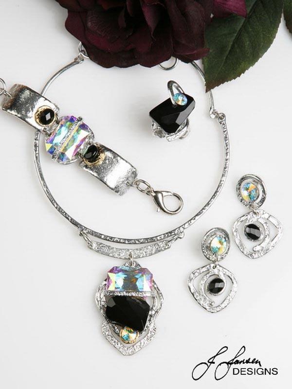 Classic Elegance 372 - Necklace