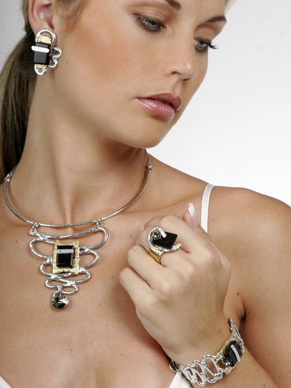 Classic Elegance 547 - Necklace